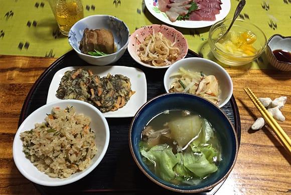 料理講習会を開けるほど料理上手なお母さんが作った本格的な沖縄料理
