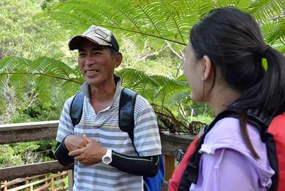 今日のガイドは比嘉茂正さん。村内では30名ほどガイドが在籍