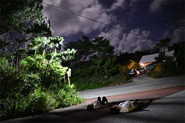 東村の大自然に囲まれ、静かに星空を見上げる