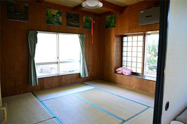 1階の8畳和室(布団)