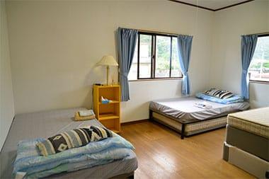 4名ベッドの部屋+2名ベッドの部屋
